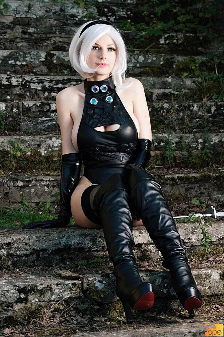 2b from Nier: Automata Cosplay.