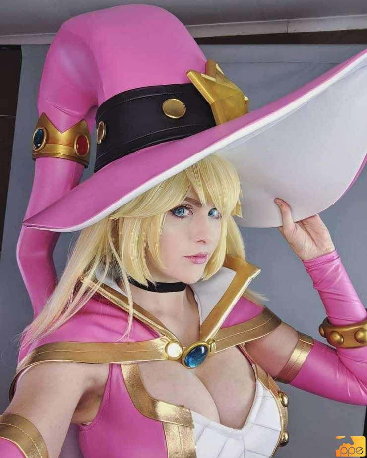 Witch Peach Cosplay.