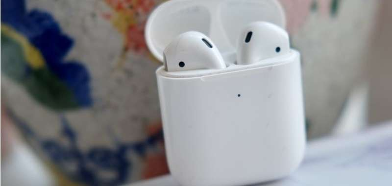 iPhone 12 z AirPods